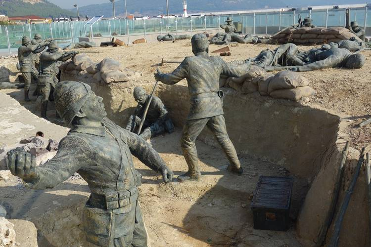 Eceabat Figures