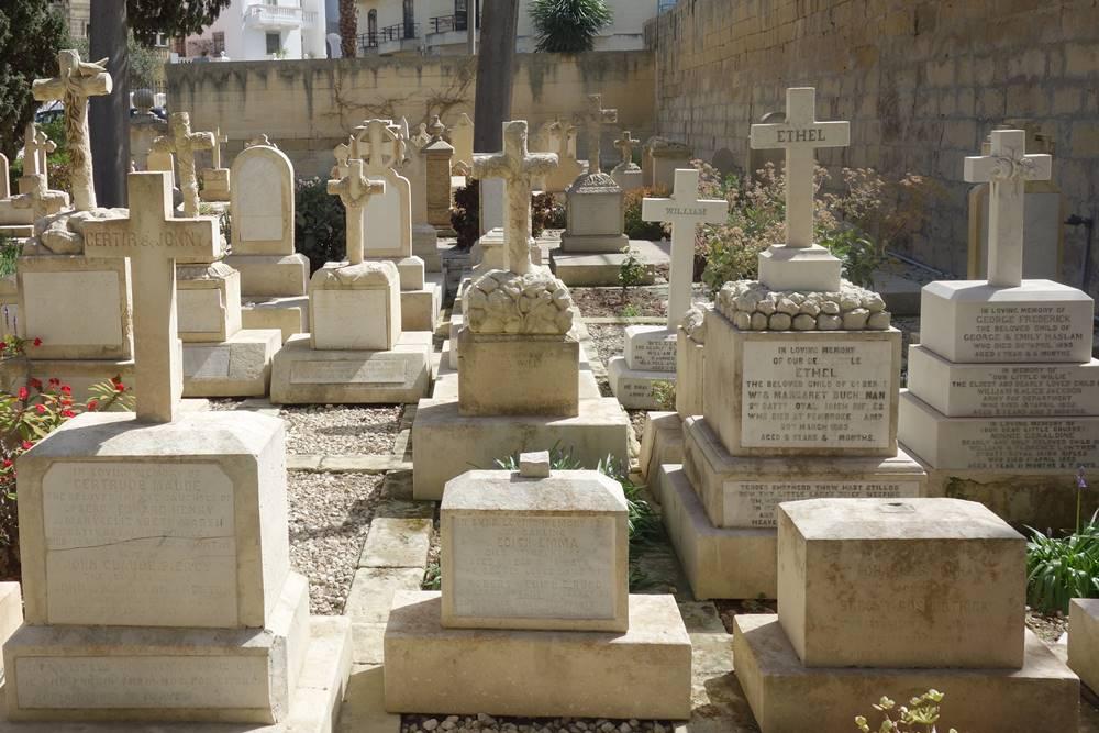 Children's section in Pieta Military Cemetery